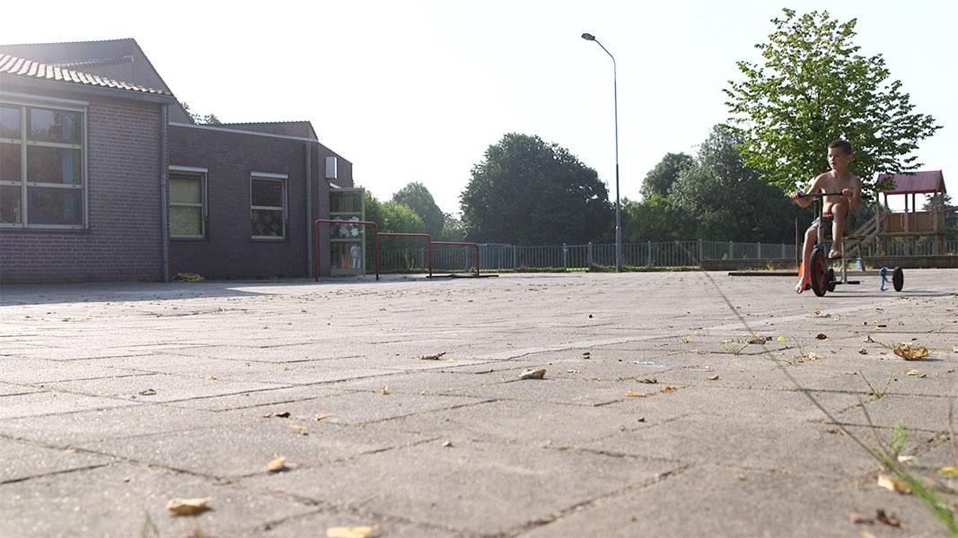 De laatste schoolweek in Drimmelen 2 - Documentaire - Olaf Koelewijn